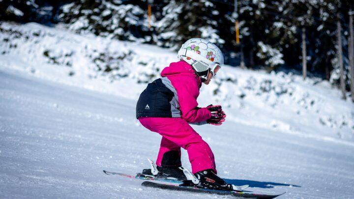 Leren skiën in een indoor skihal